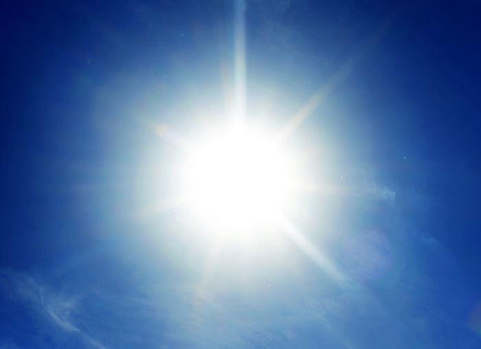 خورشید سفید است نه زرد!!!