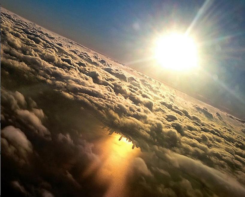 عکسی خیره کننده از شهر منعکس شده در دریاچه