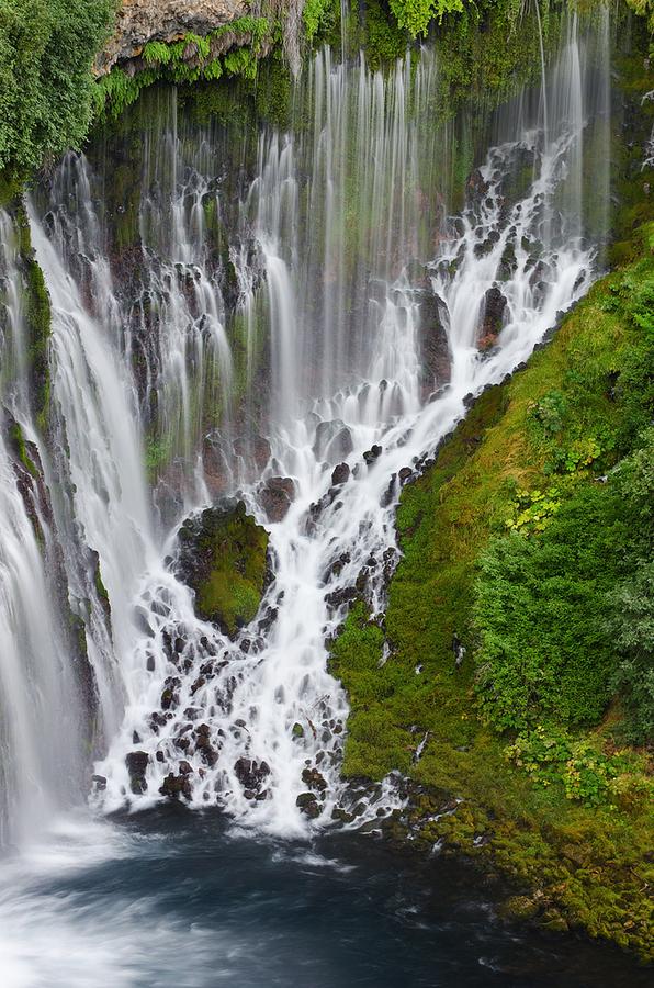 ۲۲ مورد از بی نظیر ترین آبشارهای جهان