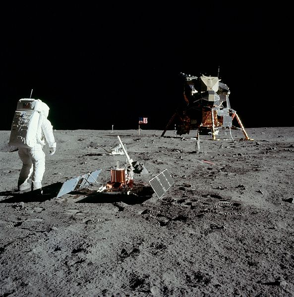 آیا اجسامی که از ماموریت های بشر روی ماه باقی مانده است، دچار فساد می شوند؟