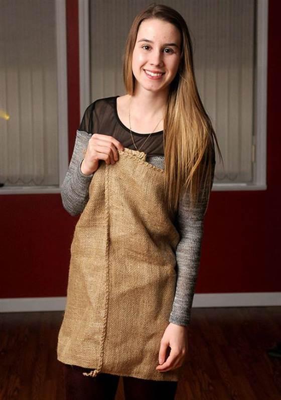 دختر زیبا با لباس گونی