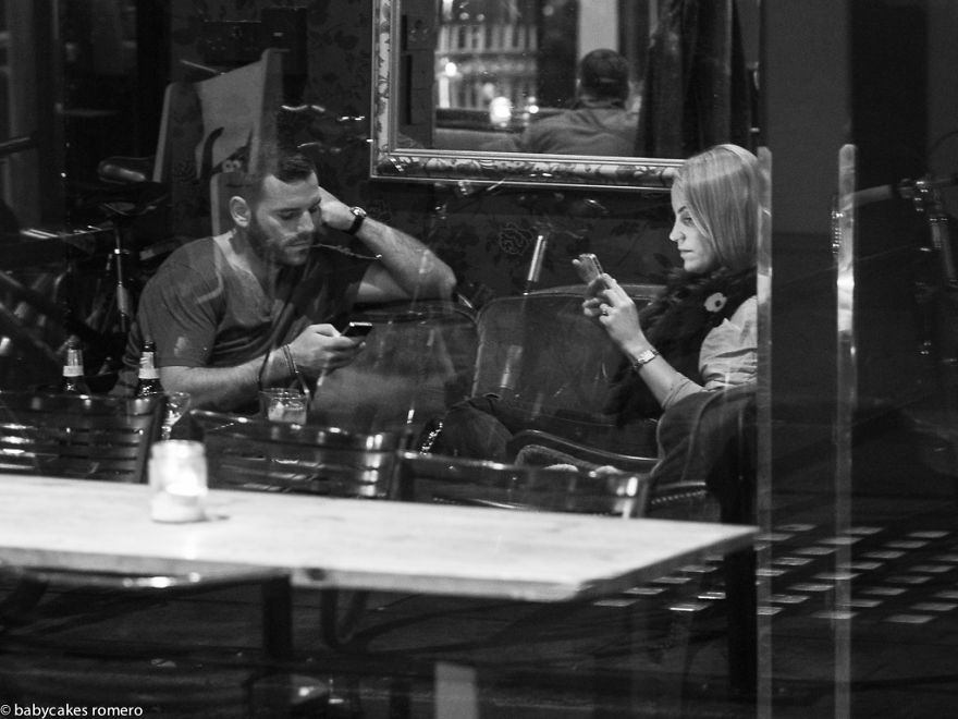 مرگ تدریجی مکالمات: اعتیاد به گوشی های تلفن