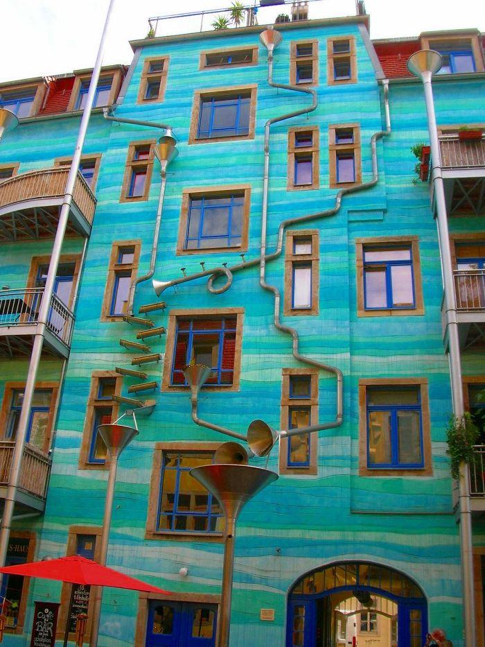 ساختمان های رنگارنگ در سراسر جهان