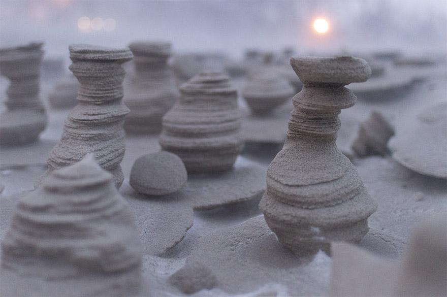 تبدیل شن و ماسه منجمد به برج های بیگانه در ساحل دریاچه میشیگان