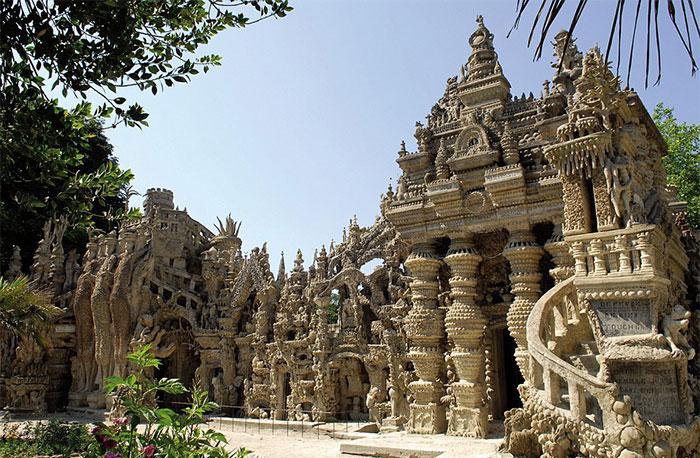 کاخ ایده ال ساخته شده از سنگریزه ها توسط پستچی فرانسوی