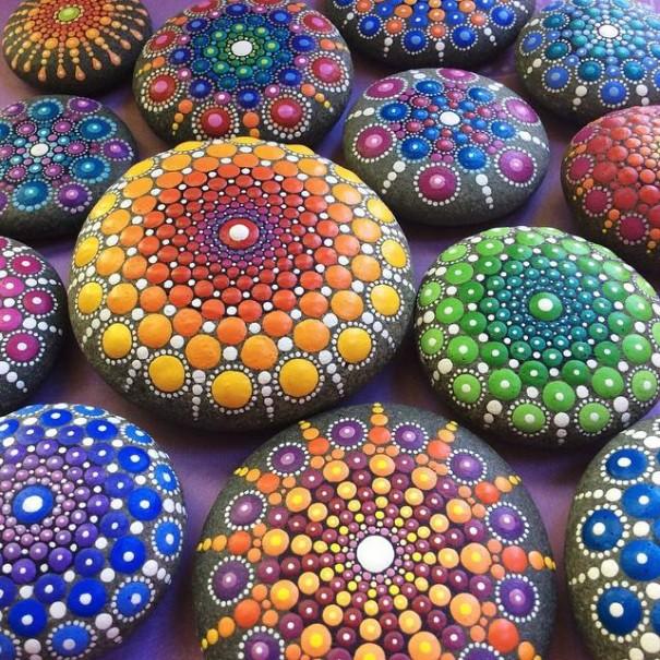 خلق ماندالاهای رنگارنگ با رنگ آمیزی سنگ های اقیانوس