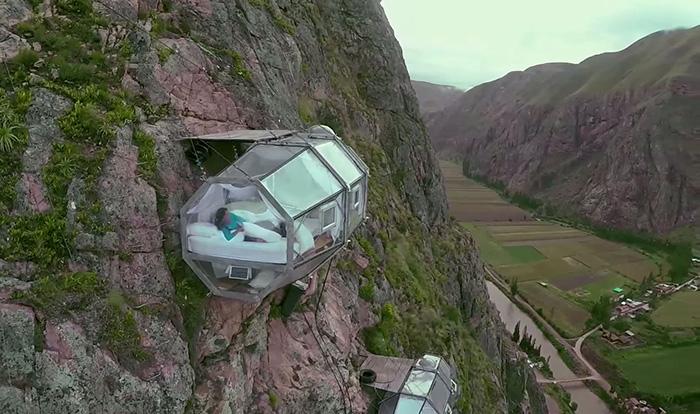 منظره ترسناک: کپسول خواب معلق در ارتفاع ۴۰۰ فوتی