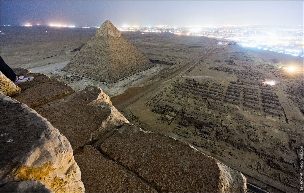 Arch2O-On-the-top-of-the-Great-Pyramid-Mister-Marat-and-Raskalov-Vit-09
