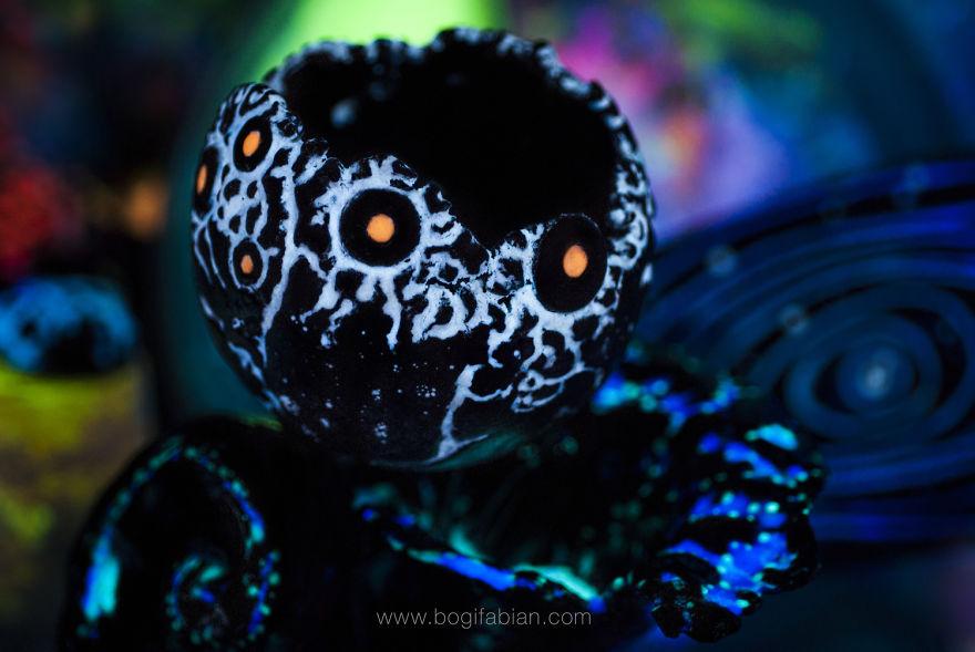 Imaginary-Glowing-Ceramics-Created-by-Hungarian-Artist-Bogi-Fabian5__880
