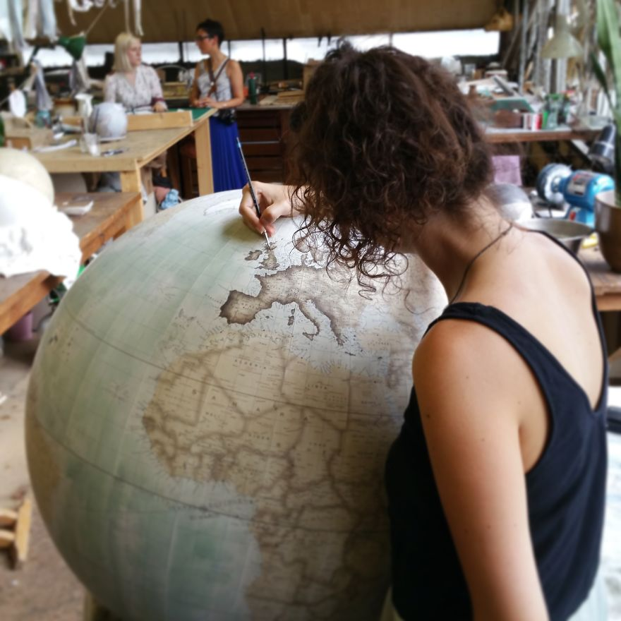One-of-the-Worlds-Only-Globe-Making-Studios-Celebrates-the-Ancient-Art-of-Handcrafted-Globes8__880