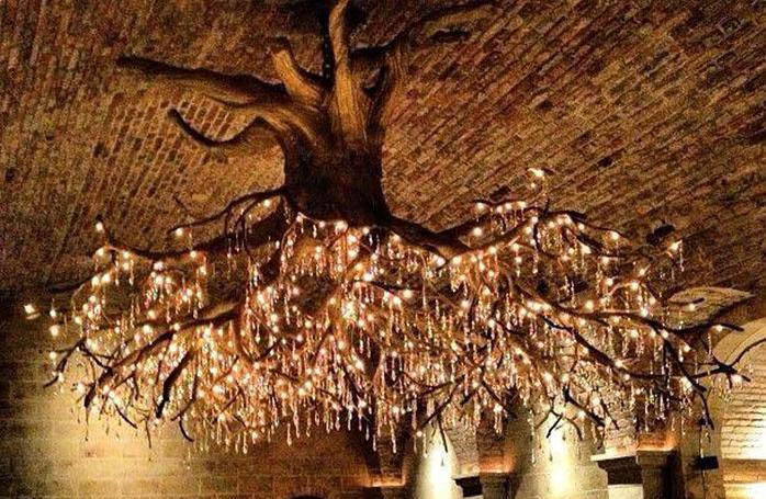 لوستر درختی در تالار تاکستان کاترین