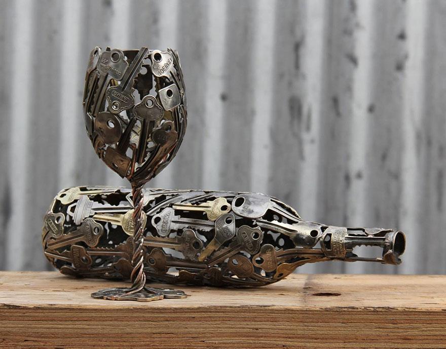 ساخت مجسمه های کوچک با استفاده از بازیافت ساعت و کلید های قدیمی