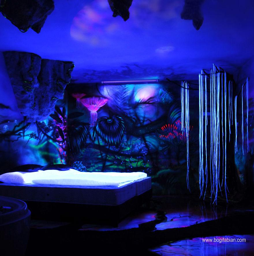 Glowing-murals-by-Bogi-Fabian11__880