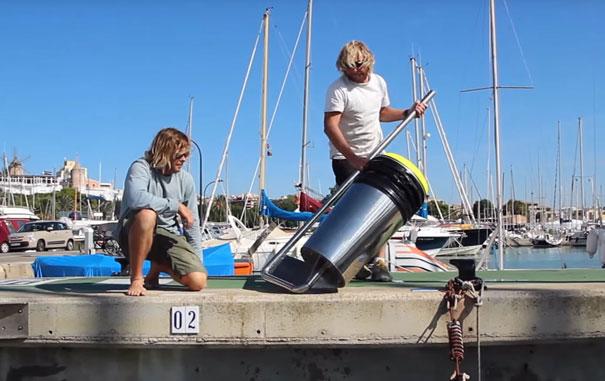 تمیز کردن اقیانوس با سطل زباله شناور