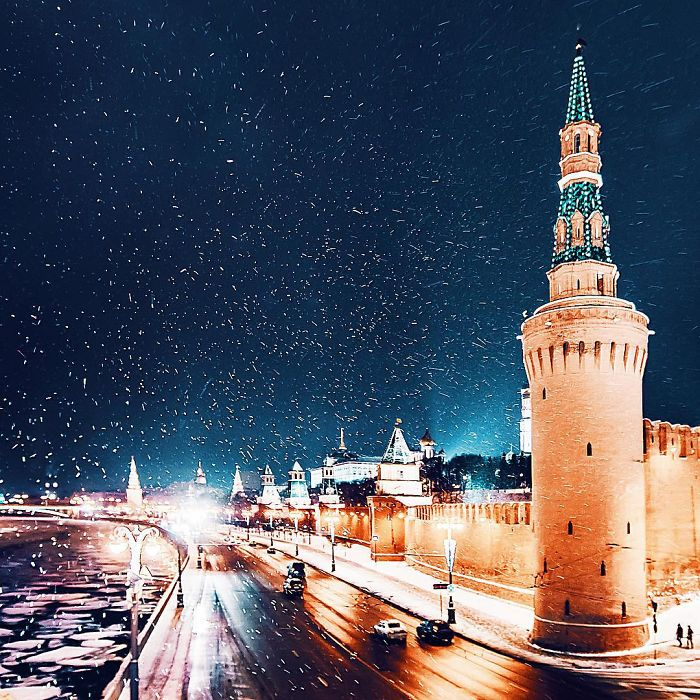 moscow-city-looked-like-a-fairytale-during-orthodox-christmas-8__700 - Copy