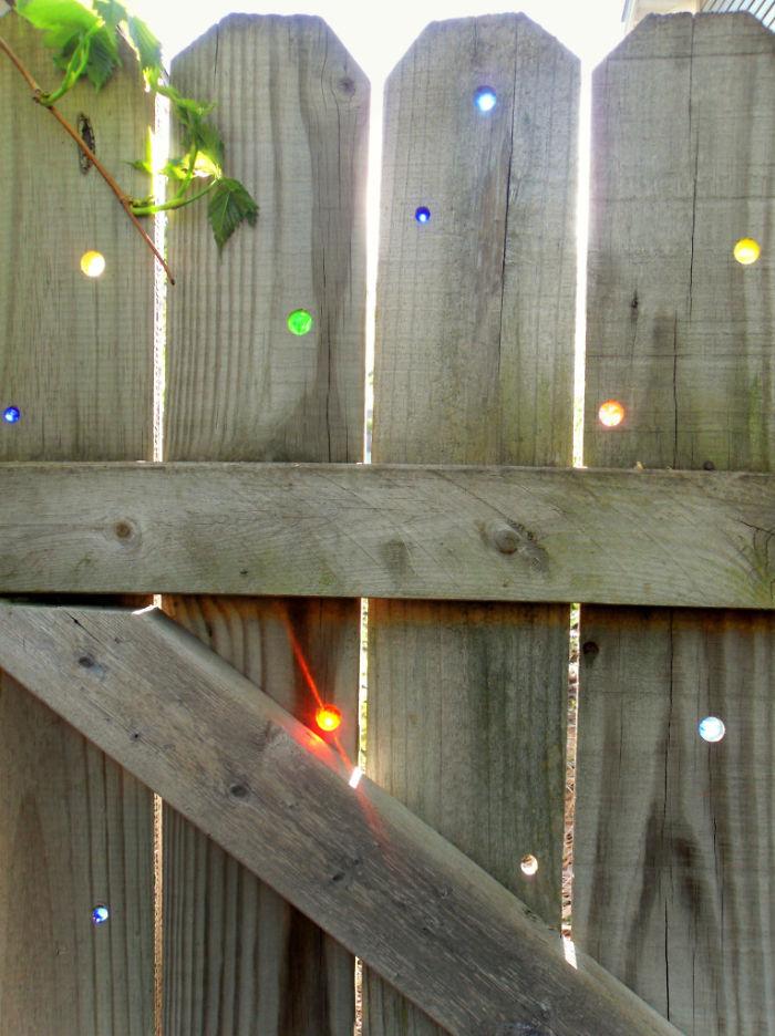 garden-fence-decor-ideas-10-572213fae5a1a__700