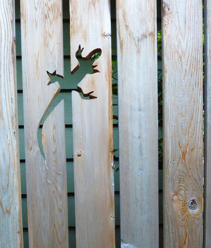 garden-fence-decor-ideas-51-57234c46c2639__700