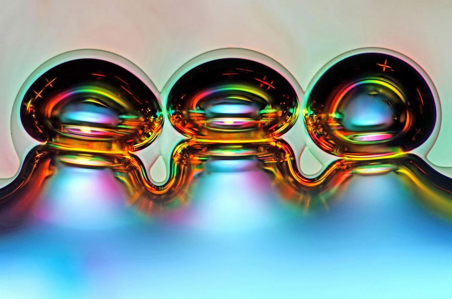 حباب های گاز اسکوربیک آزاد شده از از قرص ویتامین C (جایگاه ششم را کسب کرده است)