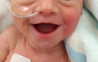 خنده نوزاد تازه متولد شده