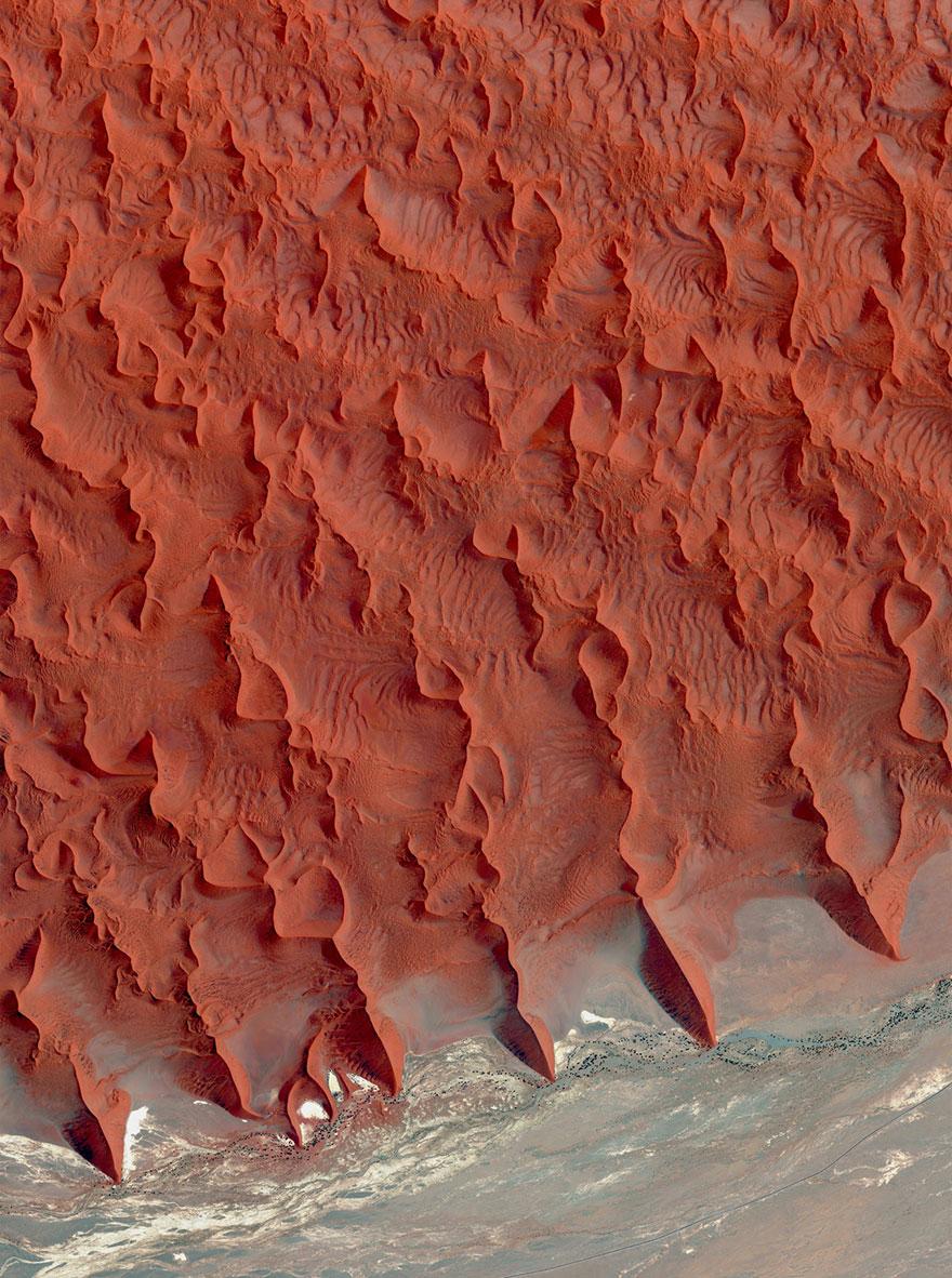 # 6 تپه نمک و خاک رس، صحرای نامیب، نامیبیا