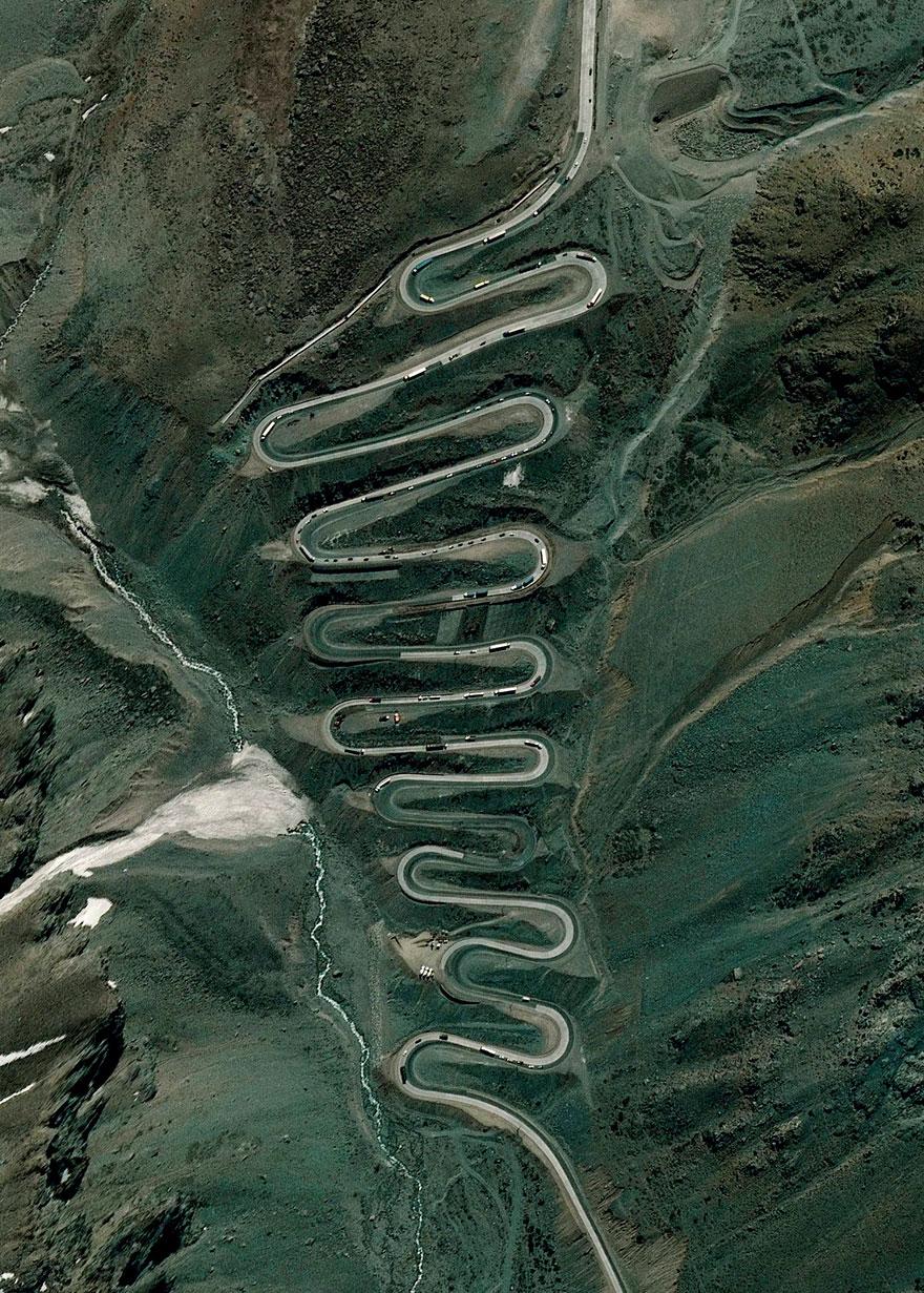 # 10 جاده لس کاراکولس، کوه آندرز