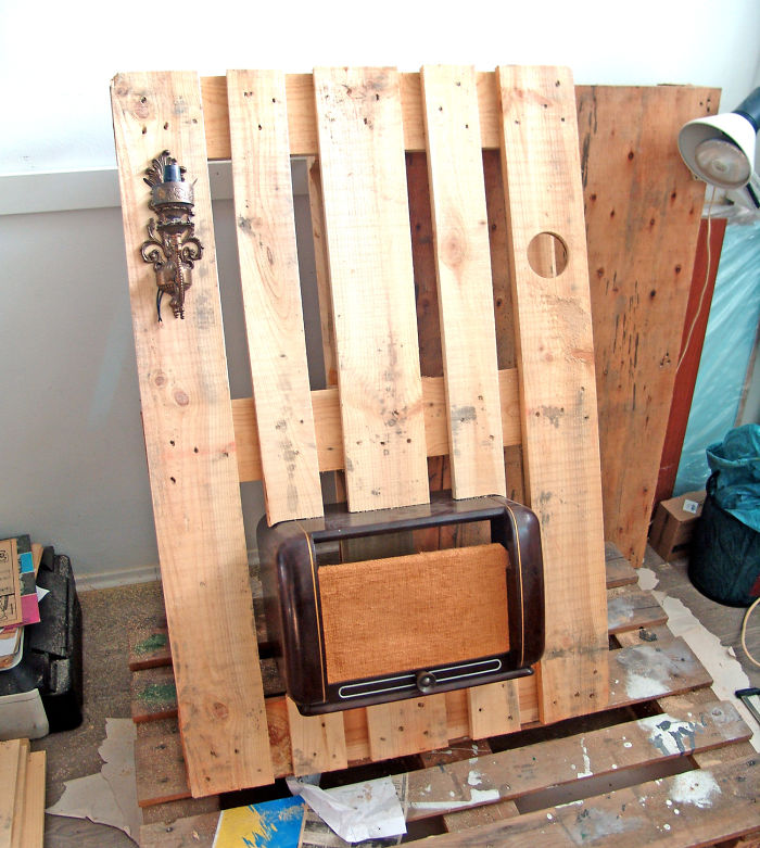 تبدیل پالت های چوبی به یک دکوراسیون دیواری زیبا