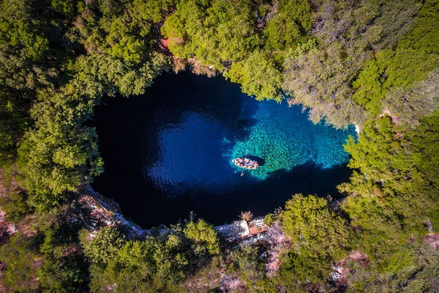 #7 Kefalonia Melissani Cave : غار کلفالینای Melissani - بررسی غار Melissani در جزیره یونان Cephalonia توسط قایق.