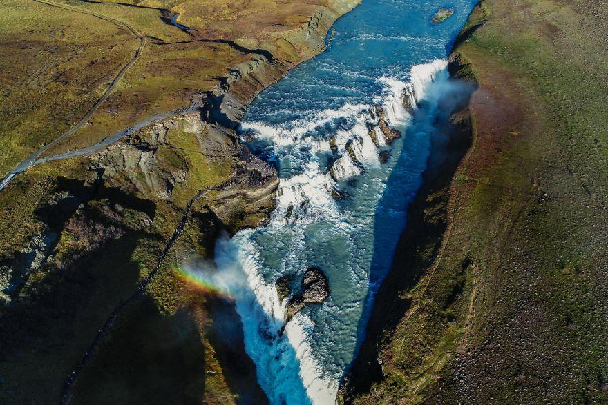 #15 The Most Famous Waterfall In Iceland Gullfoss : شناخته شده ترین آبشار در ایسلند گلفوس گوولفوس معروف ترین آبشار ایسلند دارای آبشار قابل توجه (2 در 1) است.