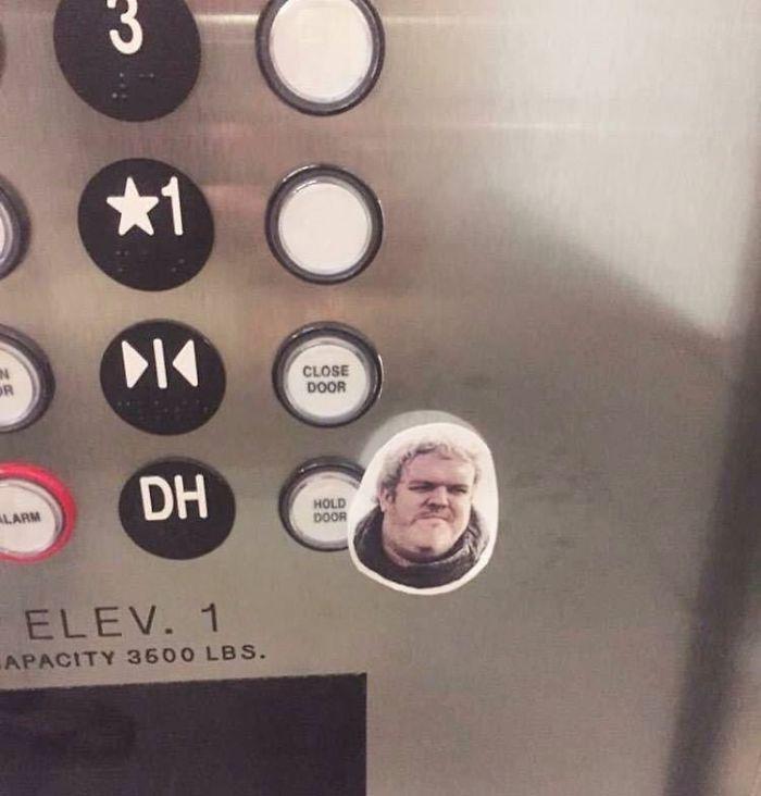 بزگوار سریال Game of Thrones میدیده :) چقدر هوشمندانه