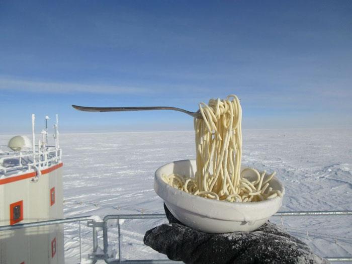 پخت و پز در اعماق قطب جنوب
