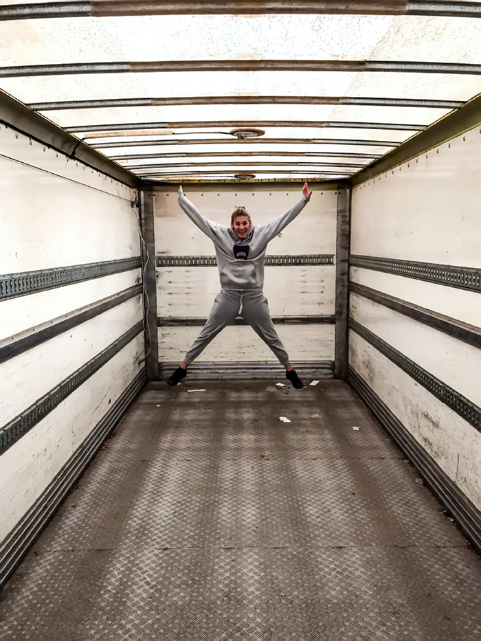 تبدیل کامیون قدیمی به یک آپارتمان متحرک